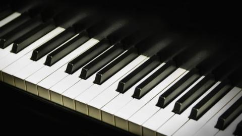 """线上揽客线下售假 钢琴店主卖假""""雅马哈""""获刑11个月"""