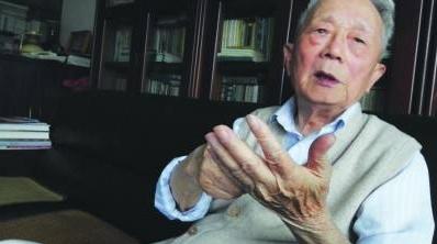 """""""文不过一张小稿纸"""",《新民晚报》老报人张林岚逝世"""