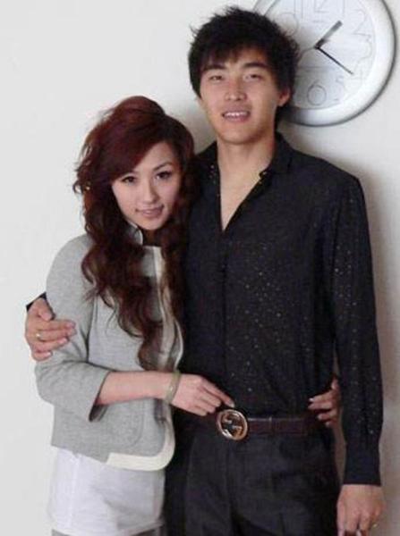 冯潇霆与妻子.png