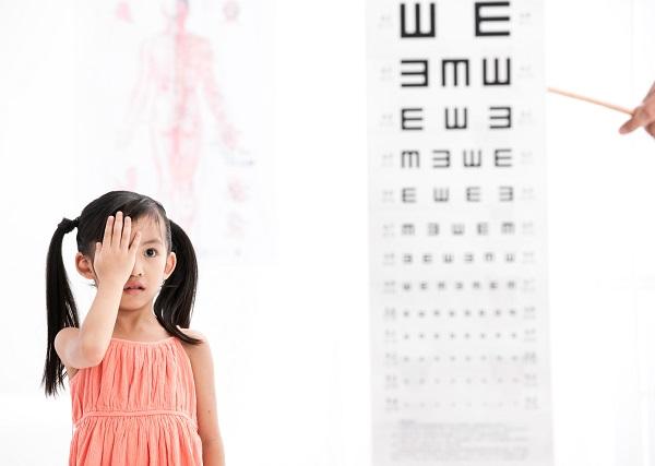 学龄前儿童视力低于1.0就不正常?别急,听听医生怎么说
