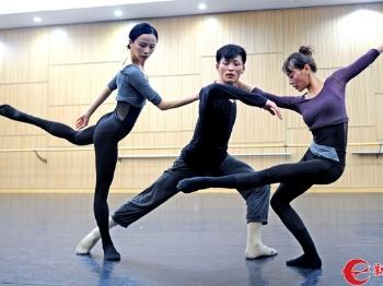 上海歌剧院舞剧团首试现代舞剧 早春二月看《早春二月》
