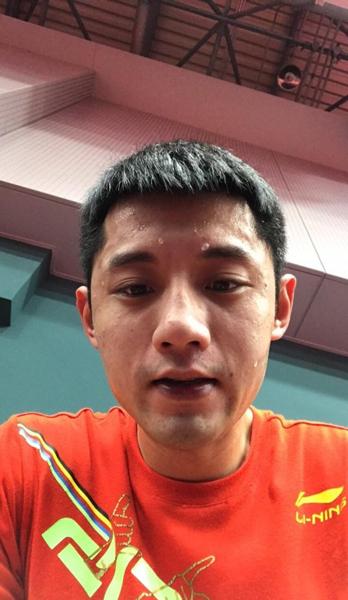 生日前一天,张继科和往常一样在国家队乒乓球训练馆度过。.jpg