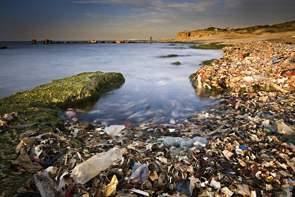 """微塑料""""灾难"""":你的深层清洁,海洋的深度污染"""