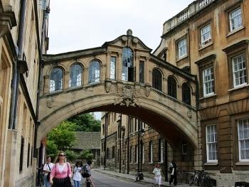打破百年传统应对脱欧 牛津大学或建巴黎分校