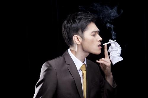 """【无烟上海】多数烟民因""""病""""而""""戒"""" 专家:科学戒烟才能成功!"""