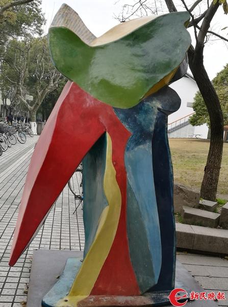 同济 《哥伦布之谜》系列雕塑之一.jpg