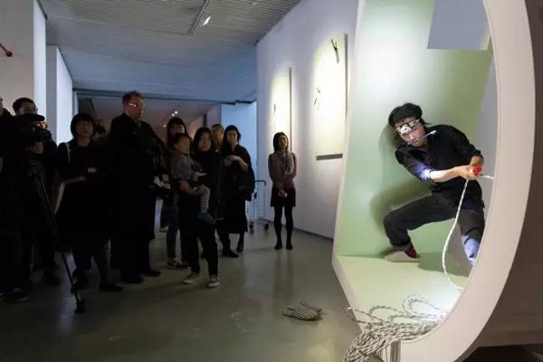 上海双年展《微妙的循环》表演现场.jpg