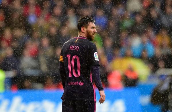 巴塞罗那队球员梅西在比赛中.jpg