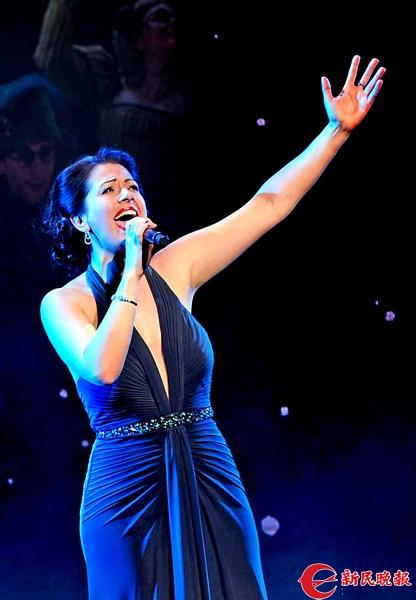 音乐剧《魔法坏女巫》女主角阿什莉·格雷在演唱-郭新洋.jpg