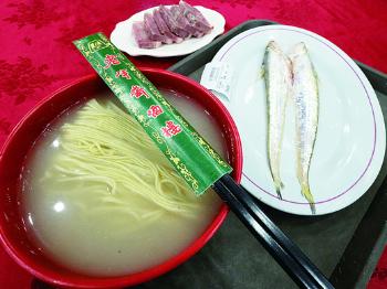 老字号新气象丨百年饭店老半斋烹出最火刀鱼面