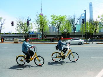 今日焦点丨黄浦区公布共享单车投、骑、停禁限区域后的首个早高峰—— 混乱稍有缓解 未见明显改观