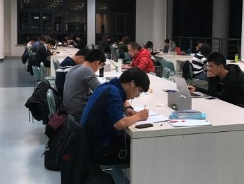 学霸全年借阅662本书 上海交大发布大学生阅读报告