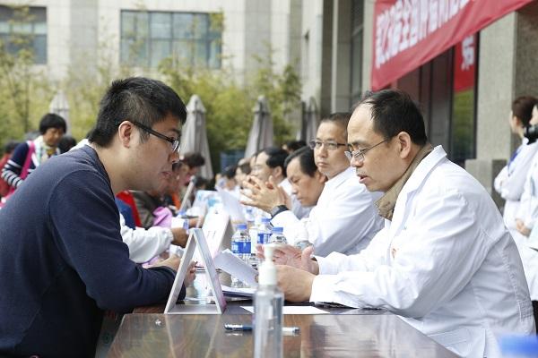 """上海国际医学中心专家爱心团队开启""""肿瘤患者健康教育公共服务平台"""""""