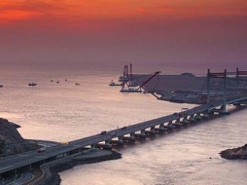 """""""钓友""""为海钓竟在东海大桥桥墩打孔"""