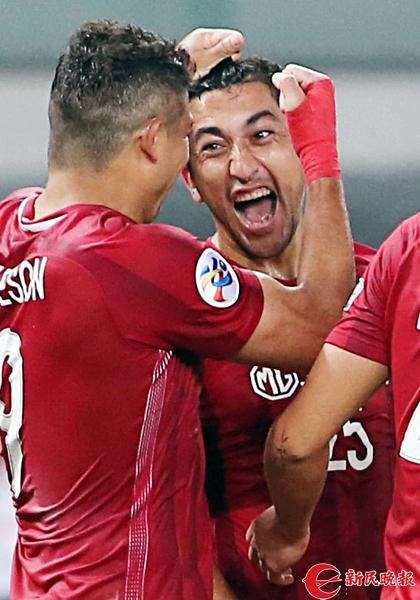 艾哈迈多夫进球后兴奋异常 周国强.jpg