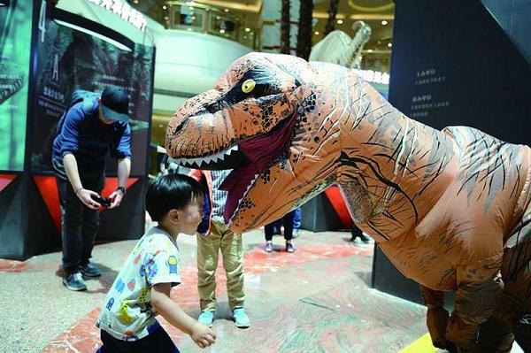 """【科普导游】上海科技馆原创展上看如何""""复活""""一只恐龙?"""