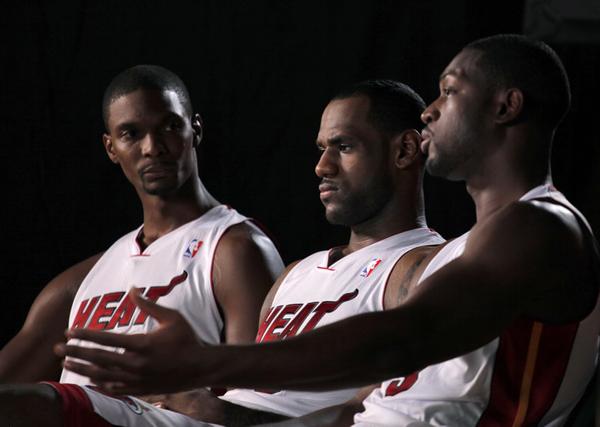 """库里,汤普森,格林和杜兰特的""""四巨头""""组合,正在统治着nba联盟."""