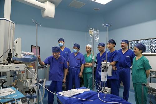 7月龄婴儿得脑肿瘤 7小时麻醉状态手术成功