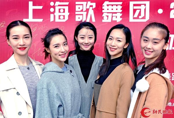 """舞蹈诗《天边的红云》新""""五朵金花""""(从左至右)黄乐乐、陈慧婷、于婷婷、赵梓名和毕然昨亮相-郭新洋.jpg"""