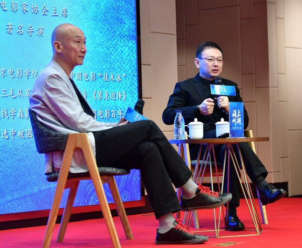 张建亚(左)分享讲座 虹口区供图.jpg