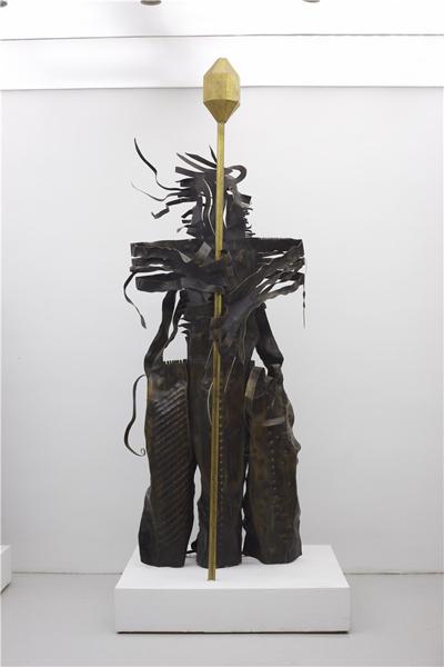 夏阳 《守财神》铜400x150x140cm 2010年.jpg