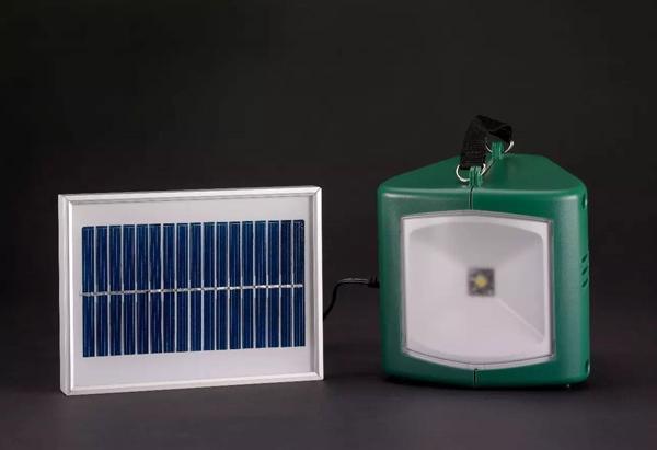太阳能灯具与充电器.jpg