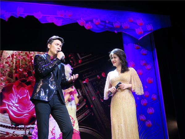 歌曲《可爱的一朵玫瑰花》,表演:塔斯肯,刘恋,上海歌舞团.jpg