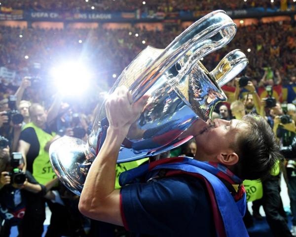 梅西自从出道以来,每个赛季都至少赢得一个冠军,出道13年来,唯一没有赢得任何奖杯仅有一个赛季,2007-2008赛季的巴萨在西甲位居第三,而在国王杯与欧冠中都在半决赛被淘汰.jpg
