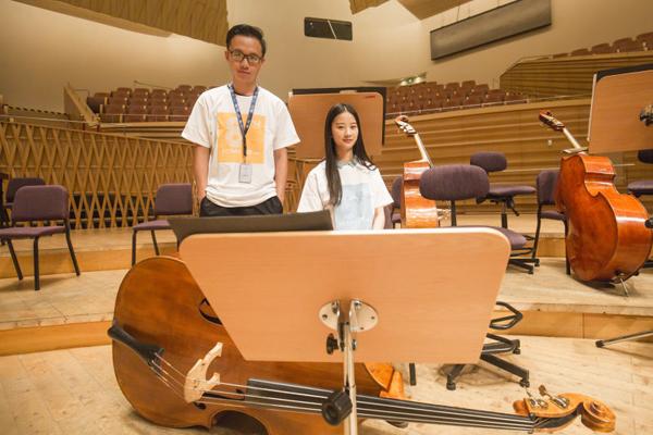 倪裕海(左)和郭艺合影.jpg