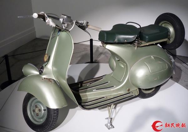 在电影《罗马假日》中与男主角一起坐的小车-胡晓芒.jpg