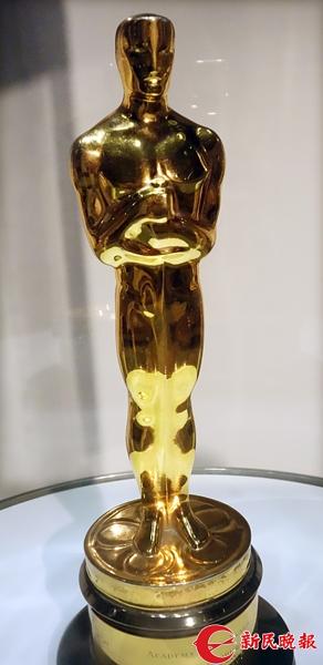 在电影《罗马假日》中演女主角获得奥斯卡金像奖的小金人-胡晓芒.jpg