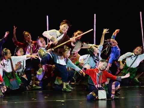 """第九届""""小荷风采""""全国少儿舞蹈展演在沪举行 专家呼吁:让孩子跳得像个孩子"""