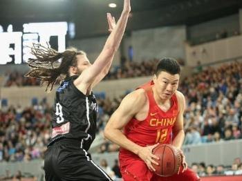 """中国男篮遭遇""""黑哨""""!一场比赛被罚下8个人"""