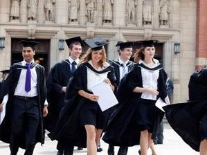 """英国本科一等学位大幅增加 被疑""""含水"""""""