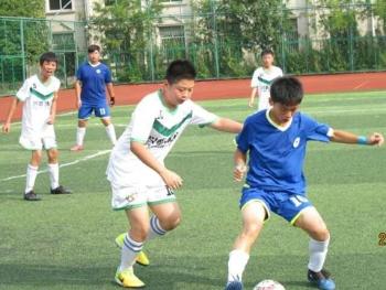 【夏练三伏】新民晚报暑期中学生足球赛激战酷暑