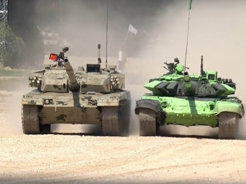 """中国装甲兵远征""""坦克两项""""国际比赛"""