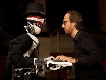 这一次,机器人挑战的是钢琴!它能赢过钢琴家吗?