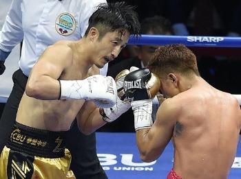 金腰带卫冕战:邹市明输了,但他没有倒下!