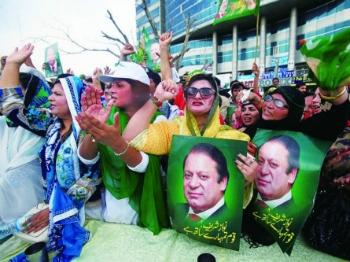 """巴基斯坦最高法院""""炒""""了涉腐总理谢里夫"""