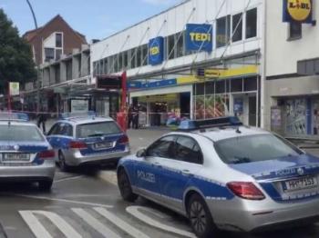 德国汉堡超市一男子持刀袭击 致一死六伤