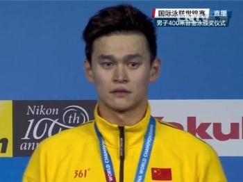 【场外音】中国游泳健儿们,希望你们的笑容比眼泪多