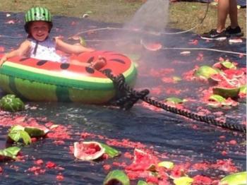 美加州西瓜节:4万斤西瓜让你嗨