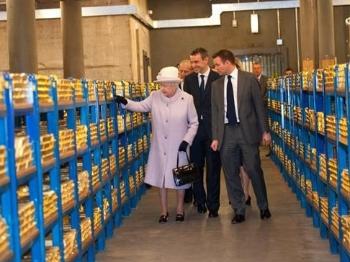 开眼!英国首晒黄金藏量59.6万根金条
