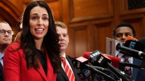 """反复被问""""何时生娃"""" 新西兰女政客怒怼主播"""
