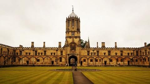 """英国顶尖大学偏爱海外学生皆因""""差钱""""?"""