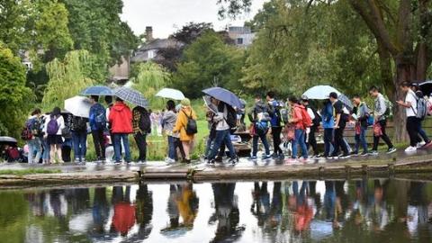 不是景区胜似景区 剑桥大学中国游客满满