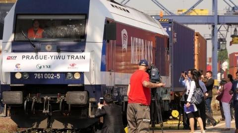 首列欧洲发车的中欧班列由布拉格抵义乌