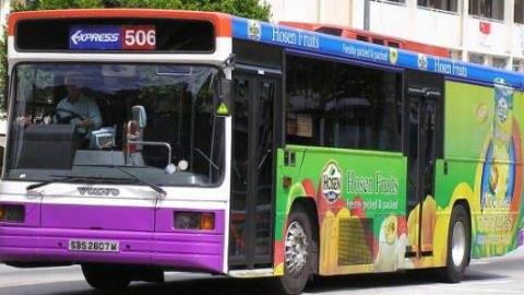 在公交车座位上扎牙签 新加坡一男子或坐牢