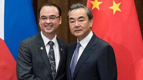 反击美国记者反复追问 菲外长:不希望南海再起争端