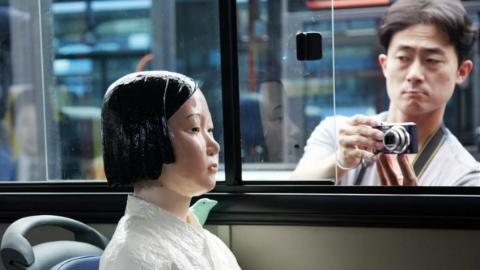 """伴《鬼乡》插曲 """"慰安妇""""少女像在韩搭公交"""